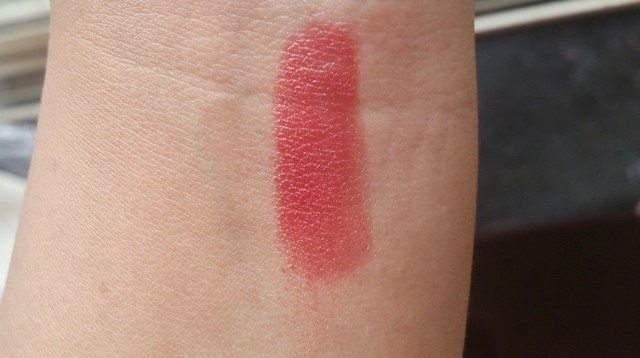 Avon Simply Pretty ColorBliss Lipstick in Romance swatch
