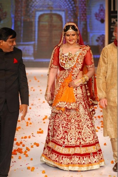 Zarine Khan At The IIJW 2014, Zarine Khan