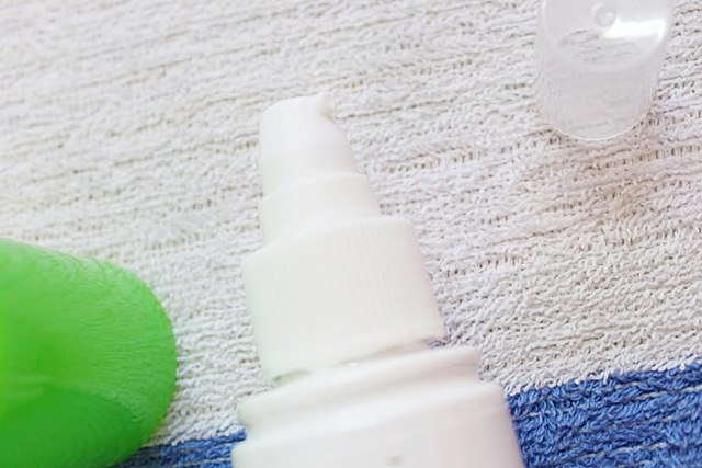 Mamaearth Mineral Based Sunscreen For Babies opening 2, Mamaearth, Sunscreen For Babies