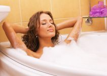6 Things to Add to Your Bath Water to Enhance Your Beauty