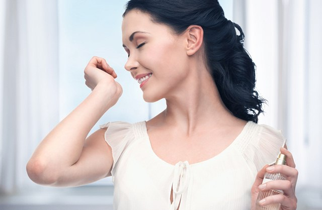 Apply perfumes on the areas which emit more heat to Smell Good Throughout the Day, smelling good