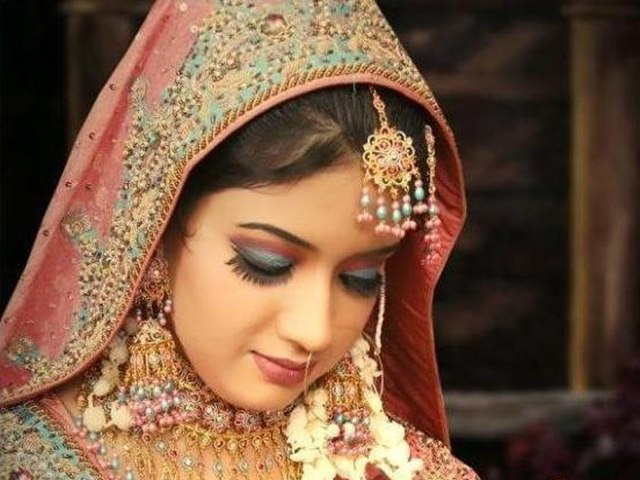Tips to Choose Best Makeup Artist For Your Wedding, bridal makeup artist