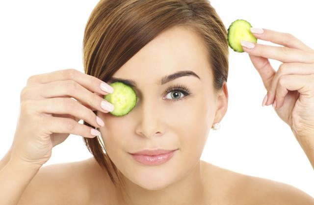 Easy ways to use Cucumber on Puffy Eyes, Puffy Eyes, how to reduce puffy eyes, cucumber for eyes