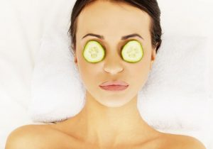 How to use Cucumber on Puffy Eyes, Puffy Eyes, how to reduce puffy eyes, cucumber for eyes